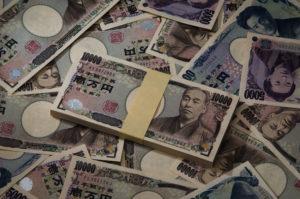 大量の1万円札の束