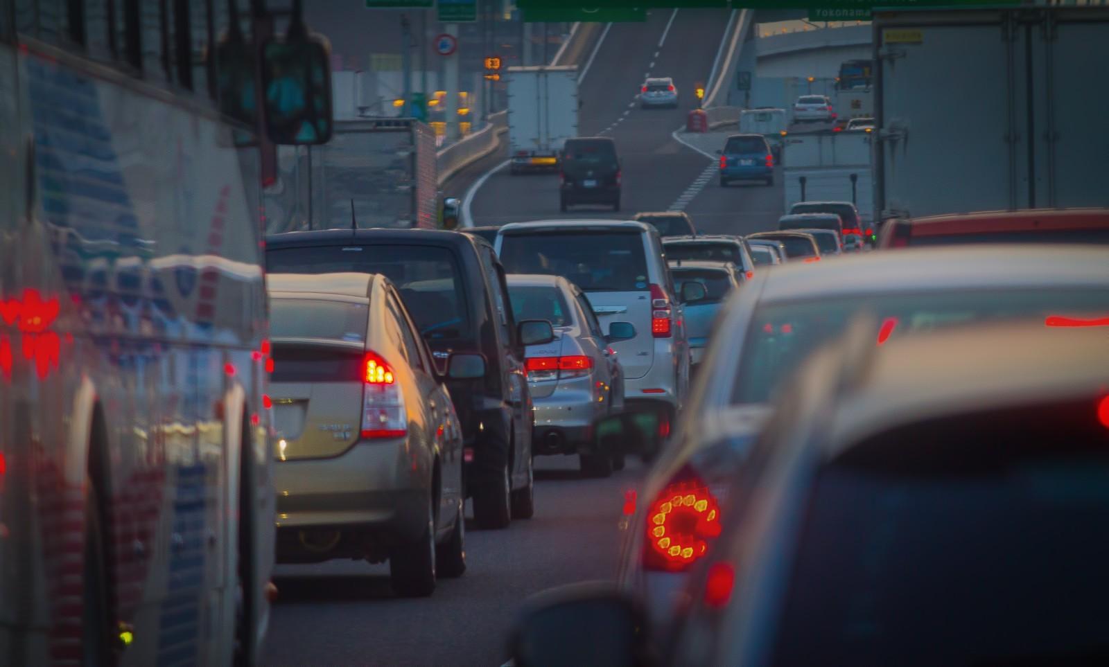 渋滞の高速道路